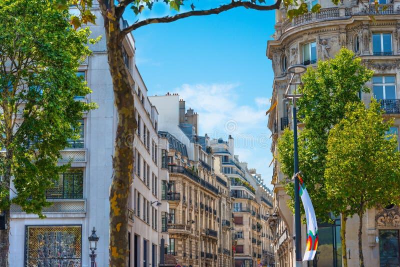 Κομψά κτήρια στο Παρίσι στοκ φωτογραφίες με δικαίωμα ελεύθερης χρήσης