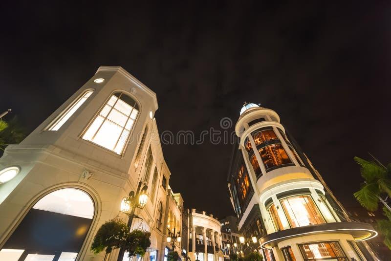 Κομψά κτήρια στο Drive ροντέο τη νύχτα στοκ εικόνες με δικαίωμα ελεύθερης χρήσης