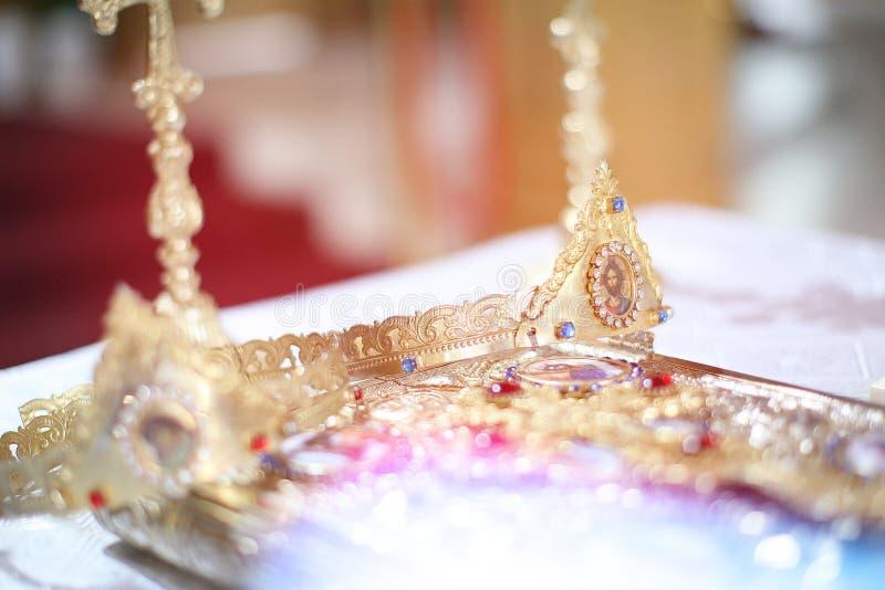 Κομψή γαμήλια κορώνα στοκ φωτογραφίες
