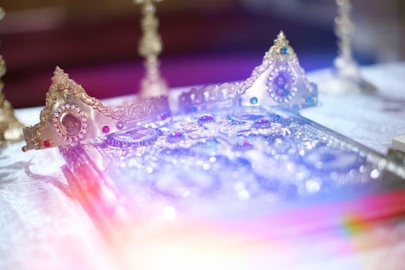 Κομψή γαμήλια κορώνα στοκ εικόνες με δικαίωμα ελεύθερης χρήσης