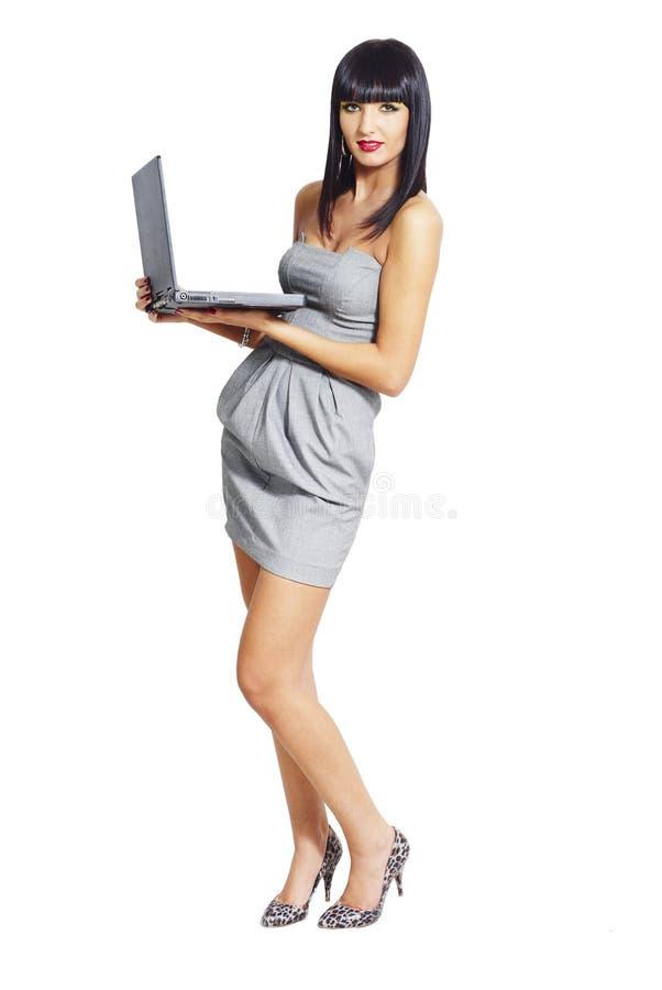 Κομψή γυναίκα με το σημειωματάριο στοκ φωτογραφίες με δικαίωμα ελεύθερης χρήσης