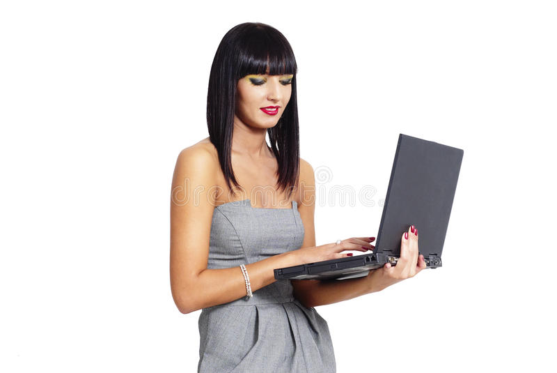 Κομψή γυναίκα με το σημειωματάριο στοκ εικόνες με δικαίωμα ελεύθερης χρήσης