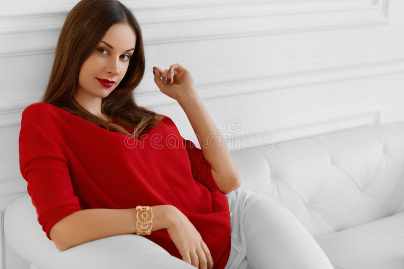 κομψή γυναίκα Μοντέρνη όμορφη επιτυχής επιχείρηση κυρία Re στοκ φωτογραφίες
