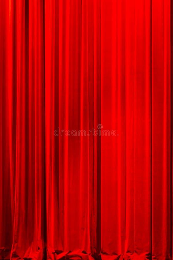 Κομψή κόκκινη κουρτίνα θεάτρων βελούδου στοκ φωτογραφία με δικαίωμα ελεύθερης χρήσης