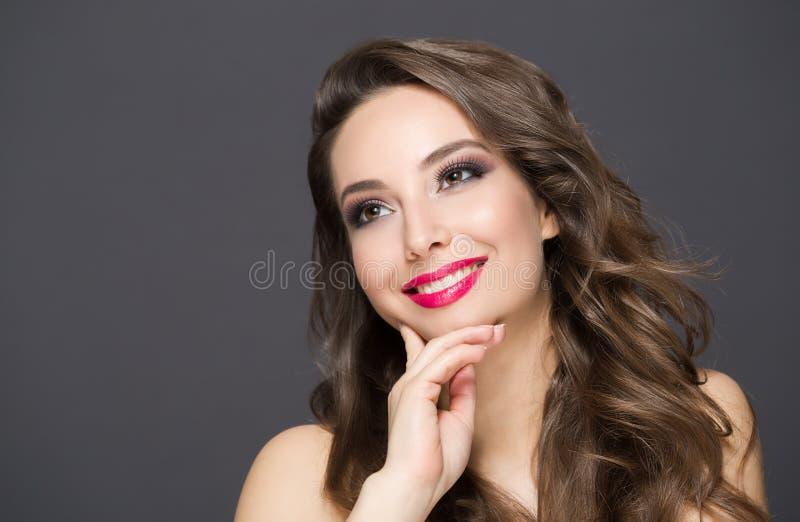 Κομψή ομορφιά brunette στοκ εικόνες