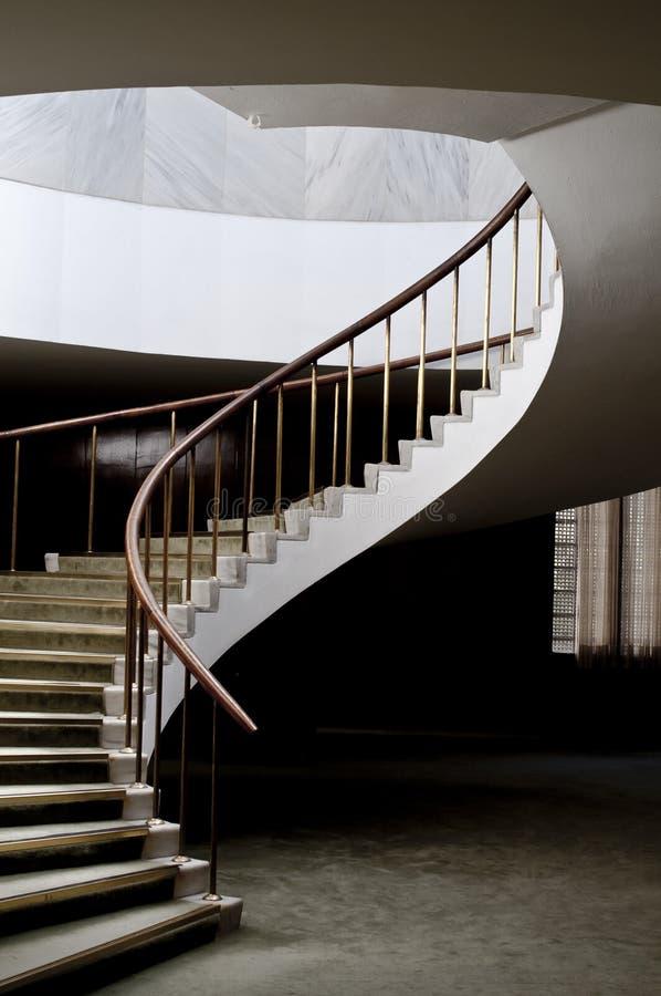 κομψή σπειροειδής σκάλα στοκ εικόνα