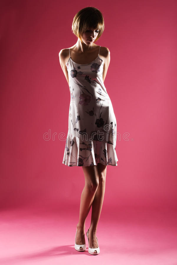 κομψή όμορφη γυναίκα στοκ φωτογραφία