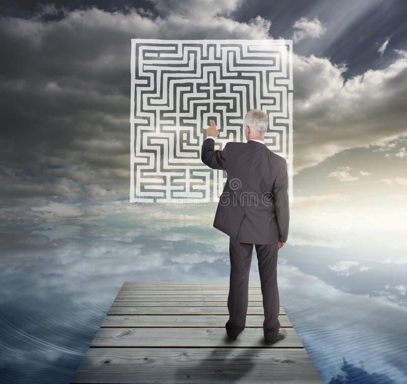 Κομψός επιχειρηματίας που στέκεται σε μια γέφυρα απεικόνιση αποθεμάτων