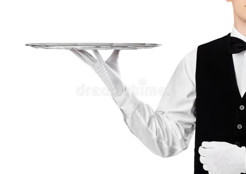 Κομψός σερβιτόρος που κρατά τον κενό ασημένιο δίσκο στοκ εικόνες