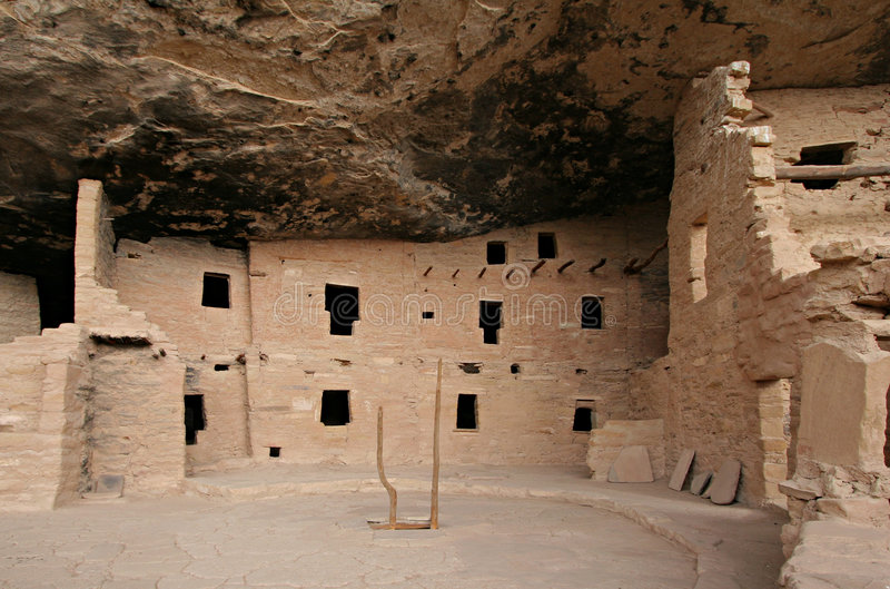 κομψό δέντρο kiva σπιτιών κτηρίω&n στοκ εικόνα με δικαίωμα ελεύθερης χρήσης