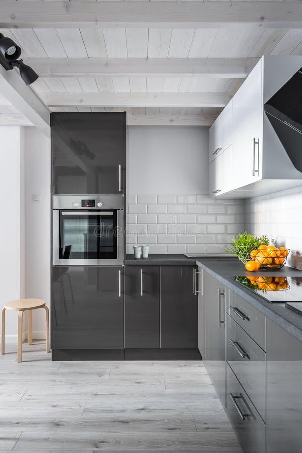 Κομψό εσωτερικό κουζινών στοκ φωτογραφίες