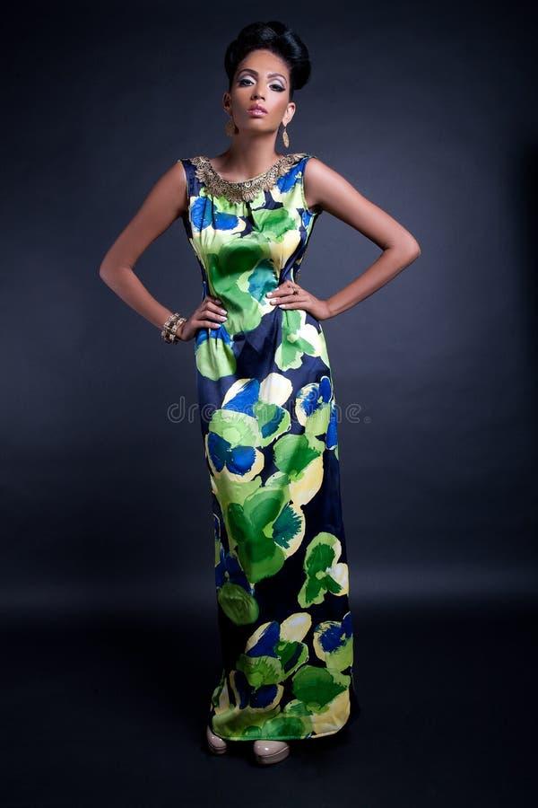Κομψό μοντέλο μόδας στοκ εικόνες