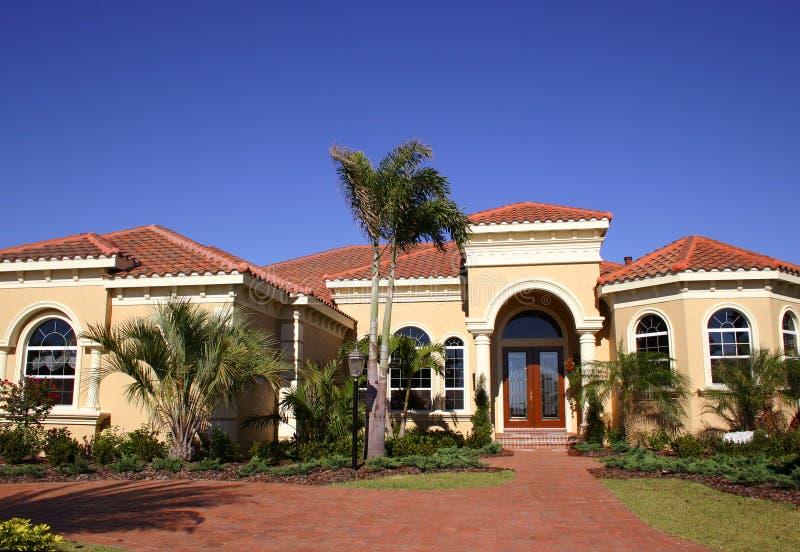 κομψό σπίτι στοκ φωτογραφία