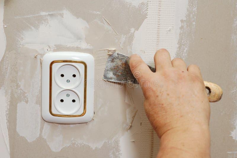 κοντά putty εξόδου στον τοίχο στοκ εικόνα με δικαίωμα ελεύθερης χρήσης