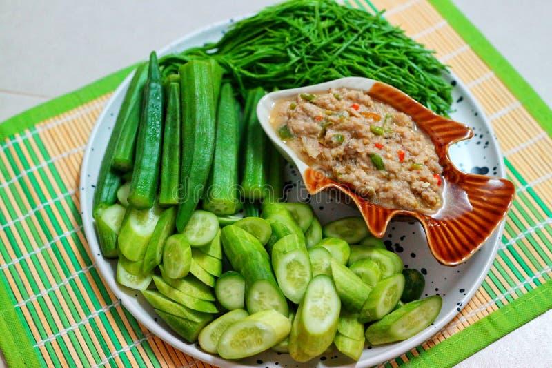 Κοντινό πλάνο, επάνω όψη, υγιεινό φαγητό, πράσινη πάστα λαχανικών, ασιατικό φαγητό στοκ εικόνες με δικαίωμα ελεύθερης χρήσης