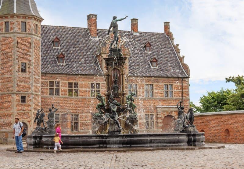 Κοπεγχάγη, Δανία, Frederiksborg Castle πηγή Ποσειδώνας στοκ εικόνα