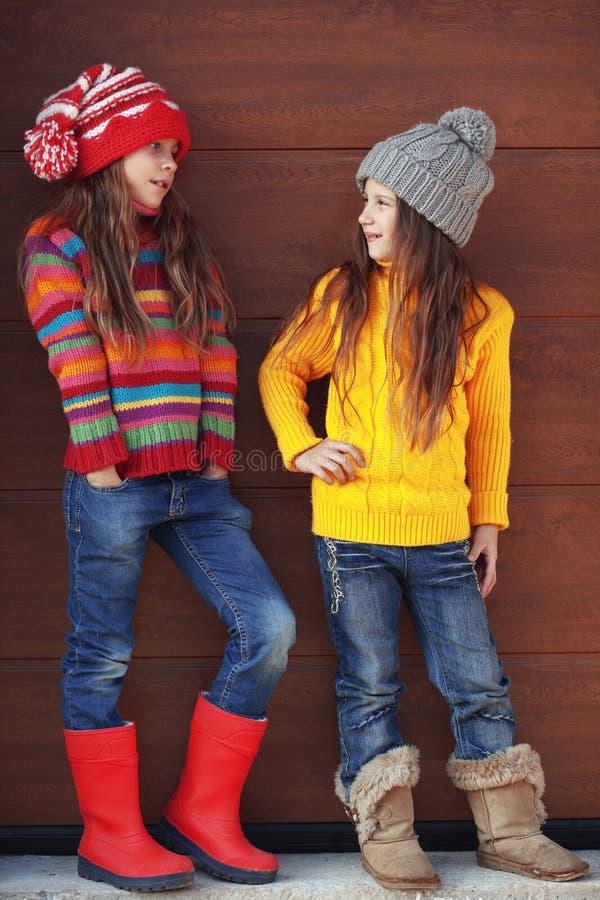 Κορίτσια λίγης μόδας στοκ φωτογραφίες