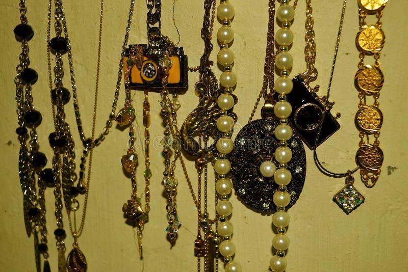 κορίτσια γυναικών jewelries στοκ εικόνες