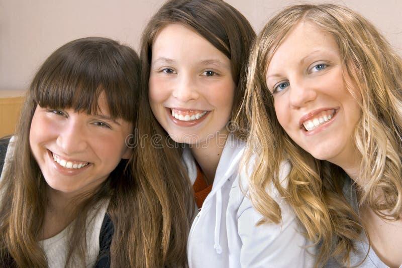κορίτσια ευτυχή τρία στοκ φωτογραφία
