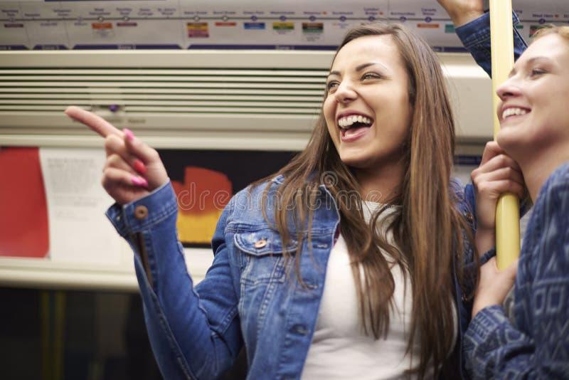 Κορίτσια στο μετρό στοκ φωτογραφία