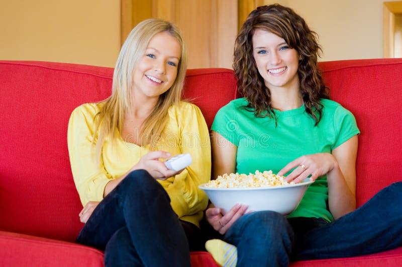 Κορίτσια στο σπίτι στοκ εικόνες με δικαίωμα ελεύθερης χρήσης