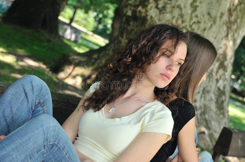 κορίτσια φίλων σύγκρουσ&eta στοκ εικόνα