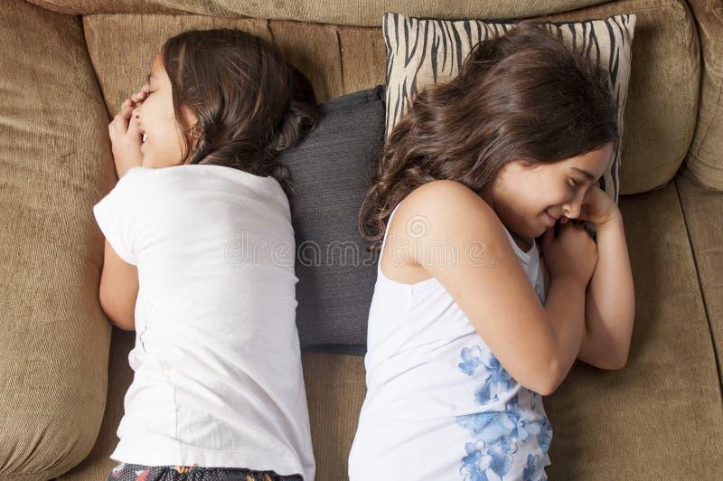κορίτσια δύο νεολαίες στοκ εικόνα με δικαίωμα ελεύθερης χρήσης