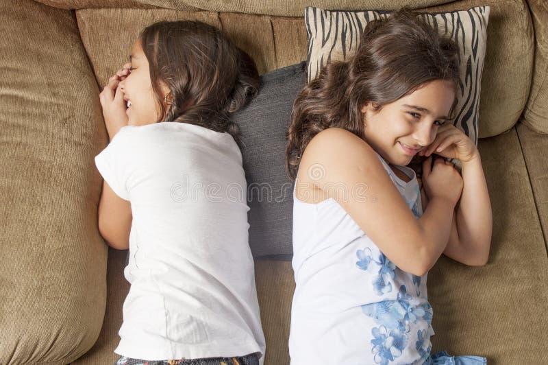 κορίτσια δύο νεολαίες στοκ εικόνες με δικαίωμα ελεύθερης χρήσης