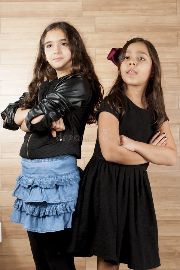 κορίτσια δύο νεολαίες στοκ φωτογραφίες με δικαίωμα ελεύθερης χρήσης