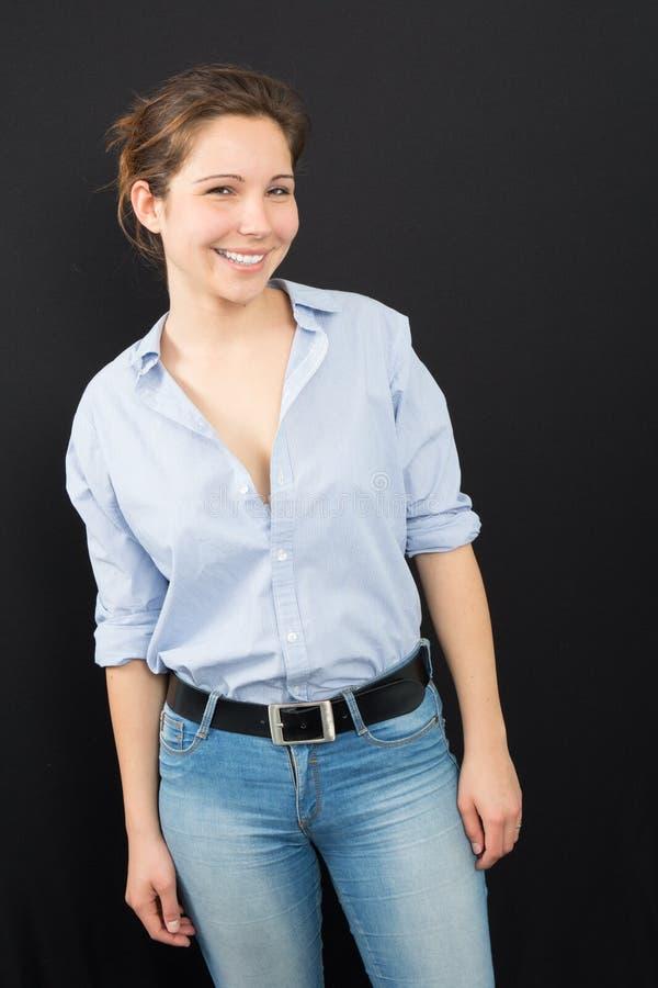 κορίτσι ή νέα γυναίκα στην τακτοποίηση τζιν και αρκετά στοκ εικόνες