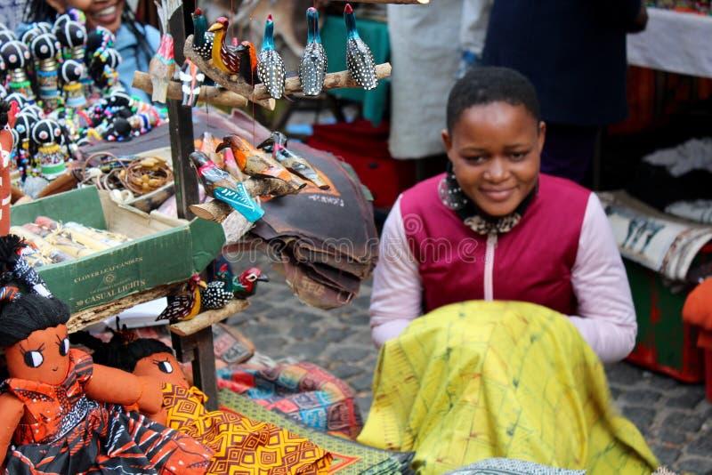 Κορίτσι αγοράς με το ύφασμα στοκ εικόνες με δικαίωμα ελεύθερης χρήσης