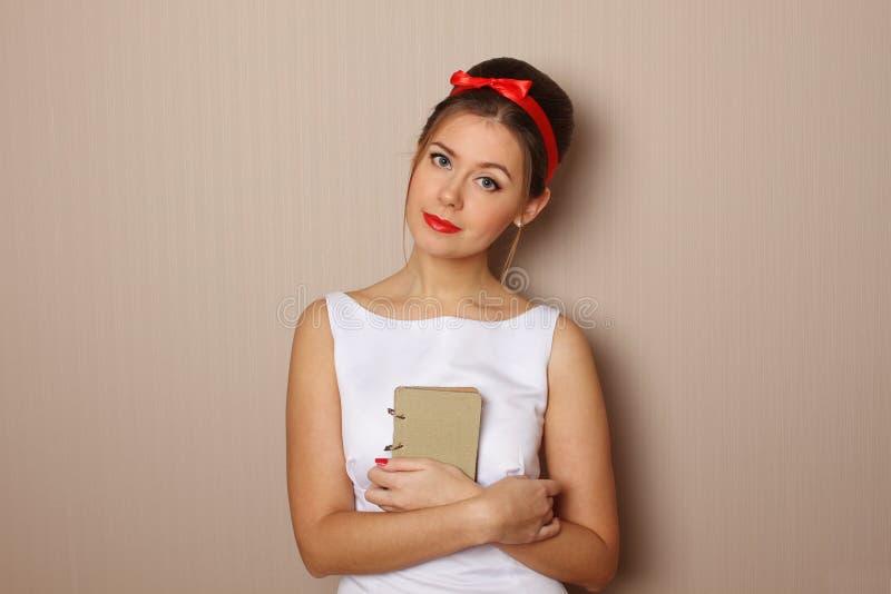 Κορίτσι ανάγνωσης στοκ εικόνες με δικαίωμα ελεύθερης χρήσης