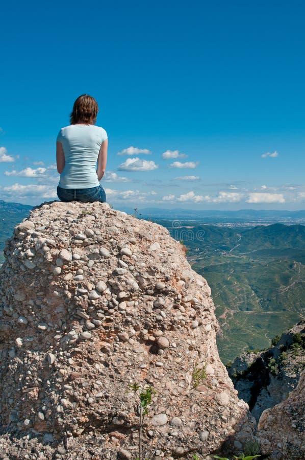 κορίτσι απότομων βράχων στοκ φωτογραφία με δικαίωμα ελεύθερης χρήσης