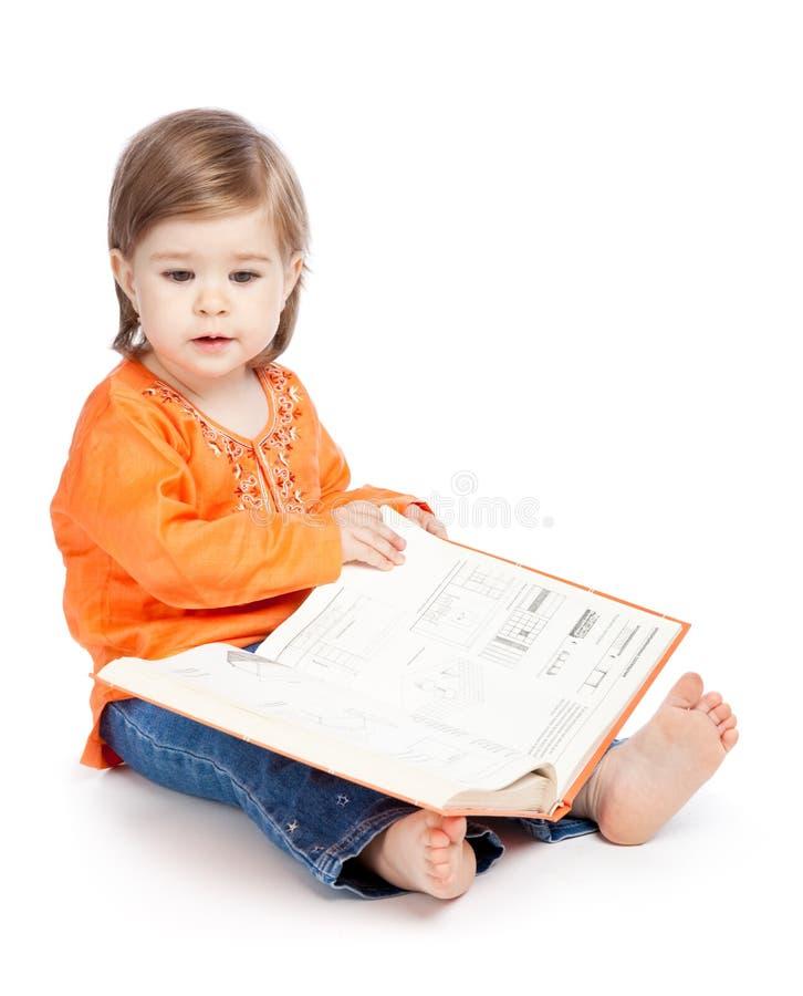 κορίτσι βιβλίων λίγη ανάγνωση στοκ εικόνες με δικαίωμα ελεύθερης χρήσης