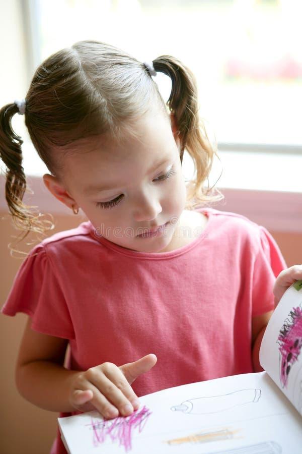 κορίτσι γραφείων λίγο γρά&psi στοκ εικόνες με δικαίωμα ελεύθερης χρήσης