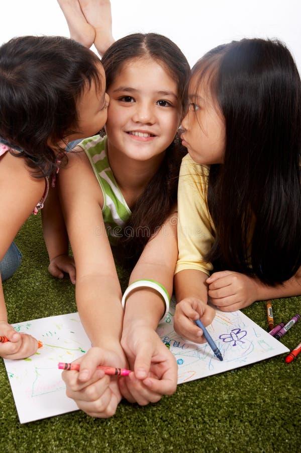 κορίτσι δύο νεολαίες στοκ φωτογραφία με δικαίωμα ελεύθερης χρήσης