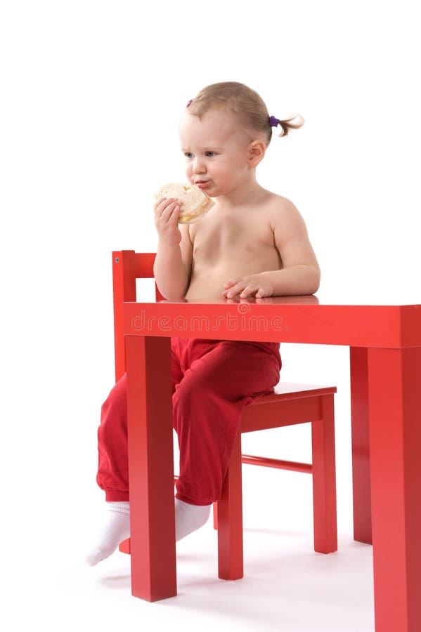 Download κορίτσι εδρών μωρών λίγη κόκ&ka Στοκ Εικόνες - εικόνα από υγιής, τρόφιμα: 17050770