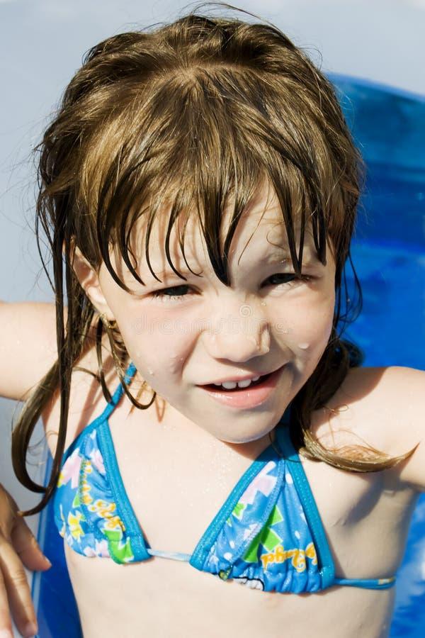 κορίτσι ευτυχές λίγη λίμν&et στοκ εικόνες με δικαίωμα ελεύθερης χρήσης