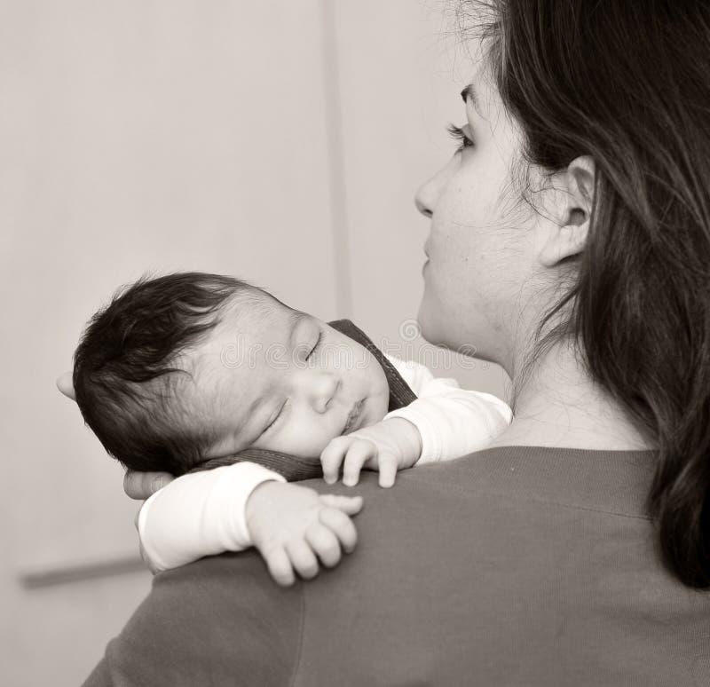 κορίτσι ευτυχές λίγο mom στοκ εικόνα με δικαίωμα ελεύθερης χρήσης