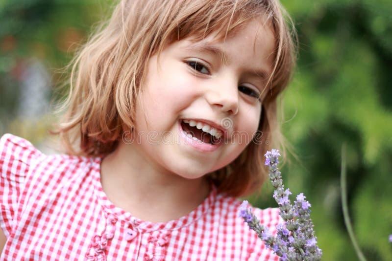 κορίτσι ευτυχές υπαίθρια στοκ εικόνες