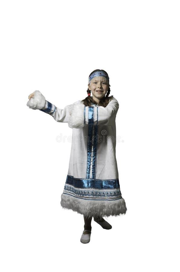 Κορίτσι εφήβων που χορεύει στο εθνικό κοστούμι των λαών του Βορρά   Φωτογραφία στούντιο στοκ φωτογραφίες