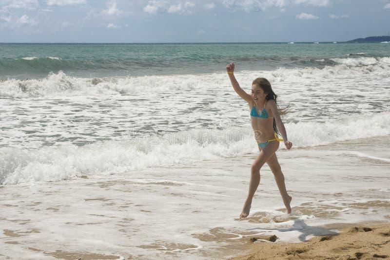 κορίτσι ΙΙΙ παραλιών νεολαίες παιχνιδιών στοκ φωτογραφία με δικαίωμα ελεύθερης χρήσης