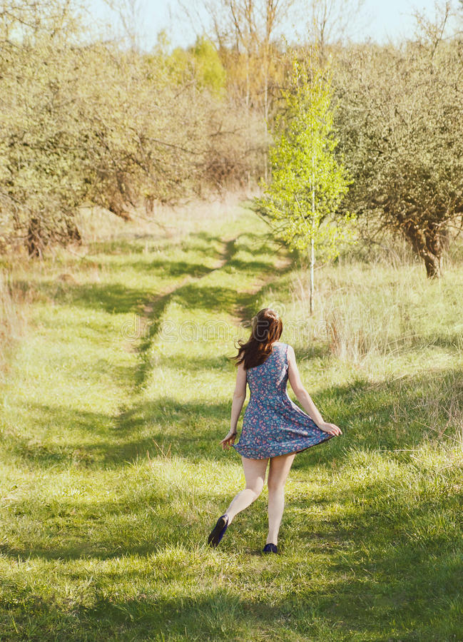 κορίτσι κήπων