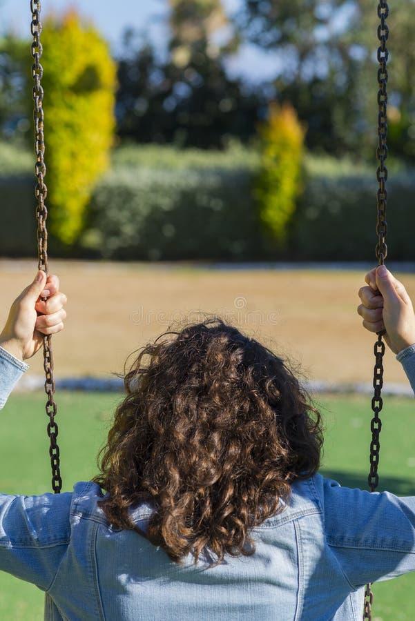 Κορίτσι και ταλάντευση στοκ φωτογραφίες με δικαίωμα ελεύθερης χρήσης