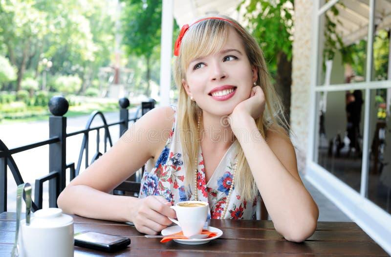 κορίτσι καφέδων στοκ εικόνες