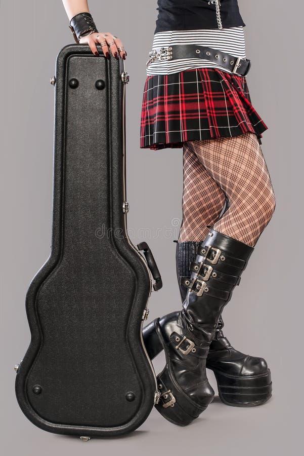 Κορίτσι κιθάρων στοκ εικόνα με δικαίωμα ελεύθερης χρήσης