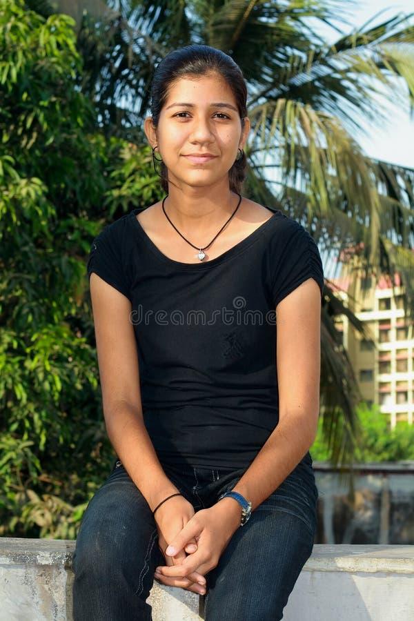 κορίτσι κολλεγίων συμπ&alp στοκ φωτογραφία με δικαίωμα ελεύθερης χρήσης