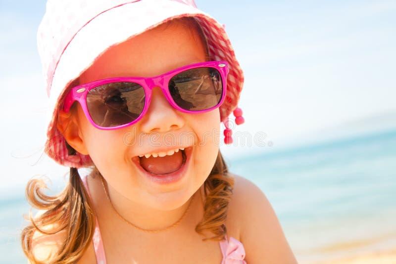 κορίτσι λίγη θάλασσα θερέτρου στοκ φωτογραφίες με δικαίωμα ελεύθερης χρήσης