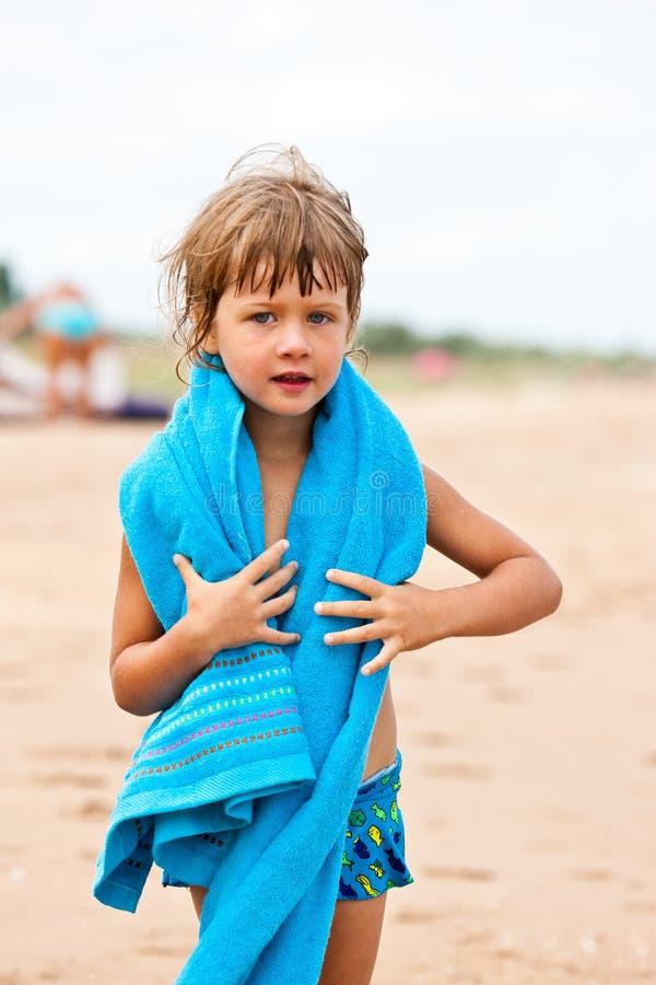 κορίτσι λίγη πετσέτα στοκ φωτογραφία