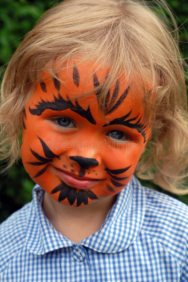 κορίτσι λίγη τίγρη στοκ εικόνα